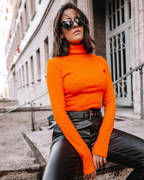 LAYLA TURTLENECK ORANGE