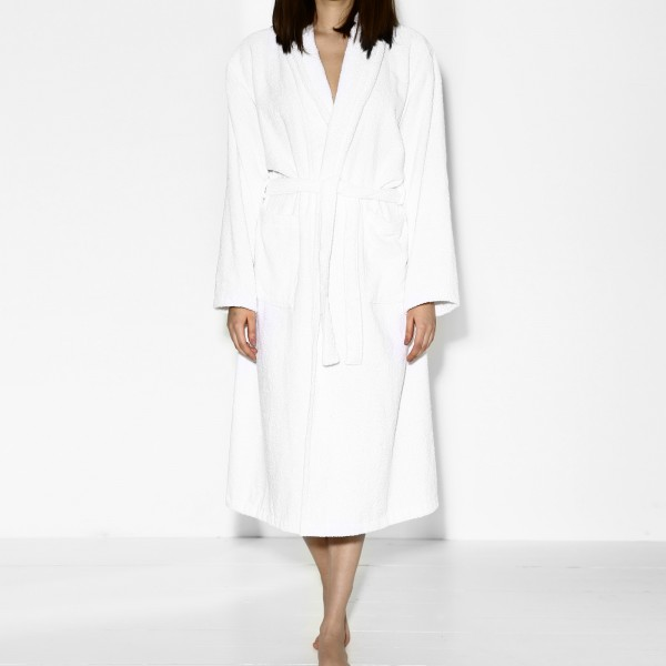 THIS GIRL NEEDS SLEEP BATHROBE WHITE