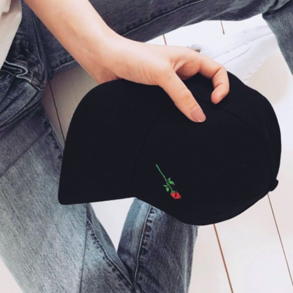 ROSE CURVED CAP BLACK